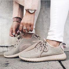 ❤️ repost @marianna_hewitt  #yeezys #sneakers