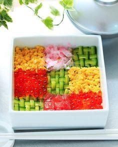 • Chirashi #sushi with woven cucumber • 先日、Manamiさん @bigmom10 の#モザイク寿司 を参考に#編み編みきゅうり に挑戦してみました 想像以上に時間がかかり大変でしたが、でも見た目はやっぱり美しい〜 とっても参考になりました✨ • #ちらし寿司 #寿司 #lin_stagrammer #おうちごはん #デリスタグラマー #クッキングラム #foodstagram #foodpics #japanesefood #washoku #和食 #日本料理  #押し寿司 #寿司御膳 #Instafood