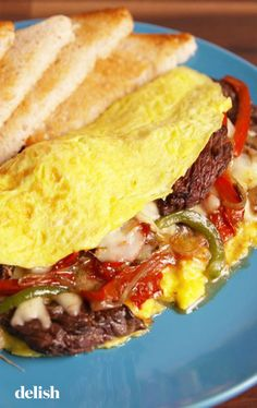 Philly Cheesesteak Omelet The hearty breakfast you deserve! Get the recipe from Delish. Low Carb Breakfast, Breakfast For Dinner, Breakfast Dishes, Breakfast Recipes, Breakfast Ideas, Hardy Breakfast, Breakfast Omelette, Egg Omelet, Brunch Ideas