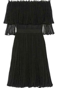 €2395 ALEXANDER MCQUEEN Off-the-shoulder ruffled knitted dress €2,395