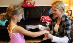 """[Limbitless Solutions Foundation is] hoping to change the stigma from """"oh, where's your arm?"""" to """"oh wow! that's your arm!""""'     3ders.org - 7-year-old girl receives new 3D printed custom-made bionic arm 