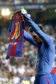 Celebracion de Messi tras marcar el 3-2 en el clasico Español