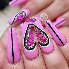 Romantic Acrylic Pink Nail Design In Summer Pink Nail Designs, Acrylic Nail Designs, Acrylic Nails, Blush Nails, Pink Nails, Valentine Nail Art, Valentines, May Nails, Classic Nails
