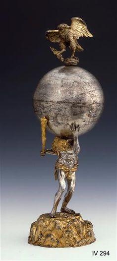 Globuspokal mit Herkules der den Erdglobus trägt
