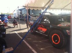 Jeff Ward checking out Justin Matney's truck for tonight's #SST