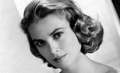 Spełniony sen. Grace księżna Monako * To jest bajka, która wydarzyła się naprawdę, i chociaż kończy się tragicznym wypadkiem, to jest piękna. W latach 50′ ubiegłego wieku tą bajką żył cały świat. Rainier III, książę Monako…