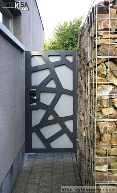 House Main Gates Design, Door Gate Design, House Front Design, Fence Design, Metal Garden Gates, Metal Gates, Window Grill Design Modern, Bungalow House Design, Entrance Gates