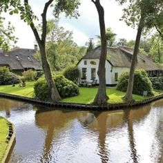 Giethorn, Holland, cozy homes in this town are only accessible by waterways