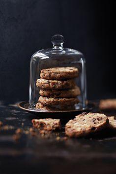 Dark Food Photography, My Best Recipe, Food Pictures, Cookies Et Biscuits, Sugar Cookies, Chocolate Chip Cookies, Cookie Recipes, Donut Recipes, Food Inspiration