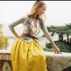 So bright, & modest! Love yellow and grey!