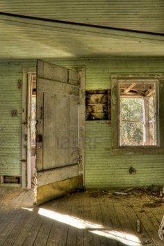 Interieur schot van verlaten huis