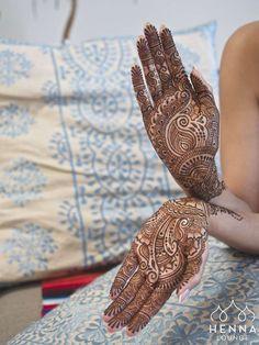 Delicate bridal mehndi by Darcy Vasudev