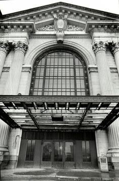 Michigan Central Station. The main entrance in May 1988, a few months after the station closed