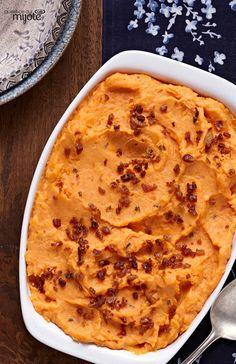 Purée de patates douces à la ciboulette et à l'oignon - Un à-côté coloré et facile à faire.