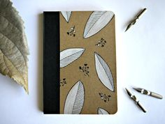 Hand painted notebook - White leaves - Quaderno unico dipinto a mano Foglie bianche by Cestinodimirtilli
