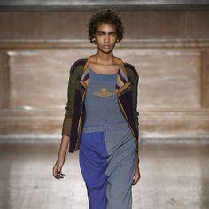 Contraste de drapeados y detalles 'patchwork'.
