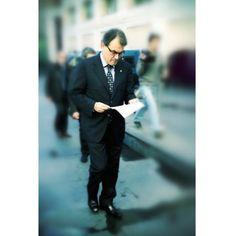 Artur Mas . Ens ha de donar ànims President!  Per fi la veu d'un poble és portada amb dignitat. Gràcies Catalunya per escollir democràticament un bon líder. No li fallem ara! Reading, Books, Style, Cover Pages, Livros, Stylus, Book, Reading Books, Livres