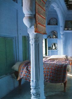 Holy wonderful..columns in a room add so much...love these colors♥♥♥