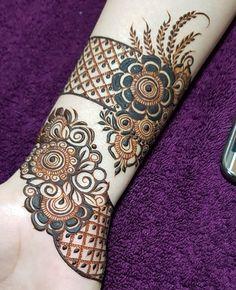 Image may contain: one or more people Arabic Bridal Mehndi Designs, Khafif Mehndi Design, Rose Mehndi Designs, Modern Mehndi Designs, Mehndi Designs For Beginners, Mehndi Design Photos, Mehndi Designs For Fingers, Dulhan Mehndi Designs, Latest Mehndi Designs