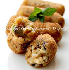 Crocchette di riso e melanzane croccanti e morbide.Per consumare riso lesso avanzato o un saporito risotto.Ricetta facile con melanzane. Sono irresistibili! Yummy Eats, Yummy Food, Veg Appetizers, Healthy Cooking, Cooking Recipes, Arancini Recipe, Salty Foods, Risotto Recipes, Albondigas