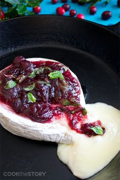 20 Baked Brie Recipes Including Baked Brie with Cranberry & Basil #cheese #brie #appetizers