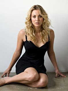 Kaley Cuoco. Gorgeous! Love her hair.