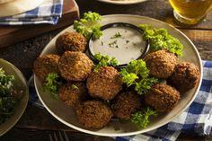 פלאפל הוא אחד מהמאכלים הלאומיים שלנו, אבל רבים מסתפקים רק במתכון אחד שלו. 6 המתכונים הבאים יאפשרו לכם להכין בעצמכם פלאפל בטעמים שלא הכרתם!