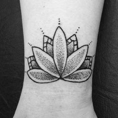«A little wrist #mandala thanks Abbie  #picoftheday #tattoosofinstagram #tattooedgirls #tattoosnob #girlytattoo #mandalatattoo #oxfordtattoo #tattoo…»