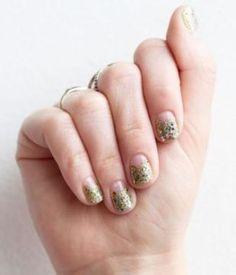 trendalert-me-sparkly-nail-art-looks-5