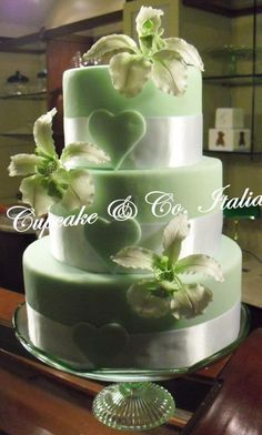Amazing wedding cake in green  |Pinned from PinTo for iPad|