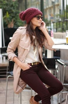Casual Pants Outfit Ideas For Women 2019 Beige Pants Outfit, Colored Pants Outfits, Dress Outfits, Fashion Outfits, Plum Pants, Dress Shoes, Outfit Pantalon Vino, Office Outfits, Casual Outfits
