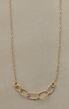 This elegant 14kt gold link necklace is a perfectly timeless piece.