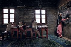 Licht an, bitte! Auch dieses Foto von einer Schulklasse im Norden Pakistans...