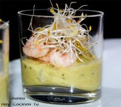 Crema de aguacate y gambas Tapas Recipes, Spanish Tapas, Appetisers, Canapes, Summer Recipes, Finger Foods, Food To Make, Catering, Buffet