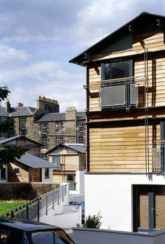 Dublin Street North Lane housing, Old Broughton, Edinburgh by Richard Murphy Architects (1999)