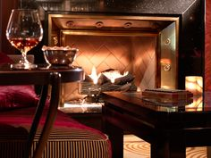 Hotel bar Chicago, comfortable with leather upholstery and a roaring fireplace, The Bar at The Peninsula Chicago welcomes guests to its signature cocktails, dinner drinks and nightcaps. Peninsula Chicago, Peninsula Hotel, Date Ideas Chicago, Plush Couch, Chicago Bars, Bar Lounge, Chicago Restaurants, Hotel Lobby, Cool Bars
