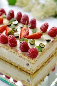 Gâteau de fêtes de mères : tiramisu aux framboises | Ondinecheznanou.blogspot.com Gourmet Recipes, Dessert Recipes, French Crepes, Cooking Cake, Cherry Cake, Crepe Recipes, Love Cake, Pretty Cakes, 4 Ingredients