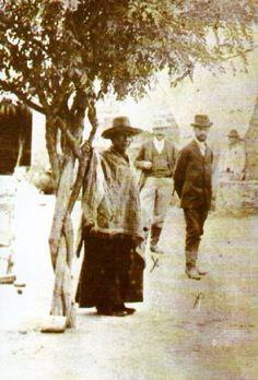 Resultado de imagen para San José Gabriel Brochero Gabriel, Painting, Old Photographs, Retro Art, Catholic Saints, San Jose, Pom Poms, March, Faith