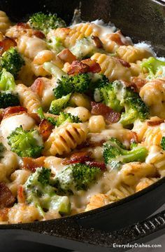 Making gnocchi can be a time-consuming task! Skip the prep—not the taste—with our baked gnocchi casserole recipe with bacon. Gnocchi Dishes, Gnocchi Pasta, Baked Gnocchi, Pasta Dishes, Food Dishes, Gnocchi Bolognese, Tortellini Pesto, Chicken Gnocchi, Bacon Recipes