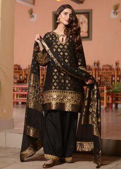 Fancy Dress Design, Stylish Dress Designs, Designs For Dresses, Dress Neck Designs, Black Pakistani Dress, Simple Pakistani Dresses, Pakistani Dress Design, Pakistani Couture, Stylish Dresses For Girls