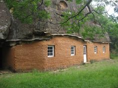 Masitise cave house is a museum with artifacts collected by the Morija museum and archives. The Cave house was originally built between 1866 and 1876 by Reverend D. Ellenberger, a swiss, just after the Basotho-boar war African History, Travel And Tourism, Business Travel, Cave, Museum, Explore, House Styles, Building, Places