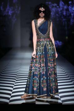 70 Ideas Embroidery Designs Indian Fashion Couture Week For 2019 Couture Week, India Fashion Week, Asian Fashion, Indian Wedding Outfits, Indian Outfits, Wedding Dresses, Indian Designer Outfits, Designer Dresses, Designer Sarees