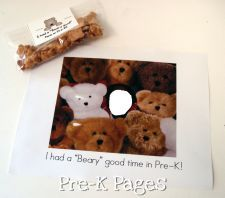 """We Had a Beary Good Year"" photo card and treat bag for students via www.pre-kpages.com/we-had-a-beary-good-year/"