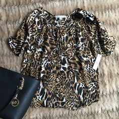 Adorable button down top NWT Top light weight perfect for summer Larry Levine Tops