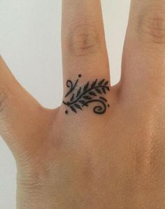 Best Henna Tattoo Designs And Ideas For Women Henna tattoos on fin. - Best Henna Tattoo Designs And Ideas For Women Henna tattoos on finger - Small Henna Tattoos, Henna Tattoo Designs Simple, Henna Tattoo Hand, Tattoo Designs For Women, Trendy Tattoos, Tattoos For Women, Tattoo Small, Small Henna Designs, Finger Henna Designs