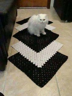 Resultado de imagem para tapetes de croche para cozinha preto e branco