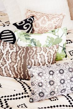 7 Essentials Every Stylish Dorm Room Needs// pillows, patterns, mixed prints