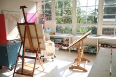 Tricia Robinson studio...hmmm...too clean for me.I like a little disorder! Everyone isn't like that I'm sure. Love the light though.