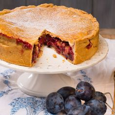 Gedeckter Zwetschkenkuchen / Foto: Mona Lorenz Sandwiches, Bakery, Pie, Sweets, Desserts, Mona, Fruit Pie, Food For Children, Sweet Recipes