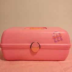 """VINTAGE CABOODLES makeup carry case Awesome throwback!  Vintage CABOODLES of California bubble gum pink make up carry case!  Has a handle and tray inside is included.  A few scuffs here n there from age/use/storage.  Measures 13.5"""" long and is 7.5"""" tall, 7.5"""" wide.  no trades from a non smoking home Caboodles Makeup"""